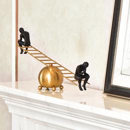 SAUMUR现代简约跷跷板沉思者思考者黄铜酒柜装饰金属创意美式摆件