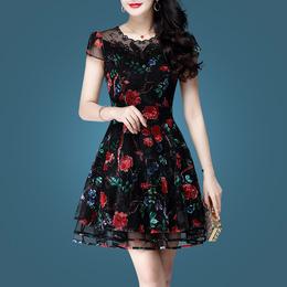 春装蕾丝连衣裙女夏2018新款夏装女装刺绣碎花裙显瘦夏天蓬蓬裙子