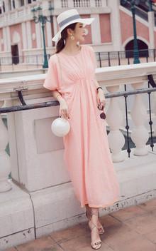 宽松版形,显瘦,潮味十足的美裙,颜色十分淡雅 , 其实这种版