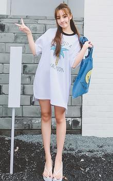 简约清爽感的T恤衫,纯净白色,胸前椰子树卡通图案,很有度假风