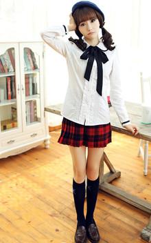 蝴蝶结白衬衫,精致的木耳花边装饰,甜美淑女,搭配格子裙,学院风十足!
