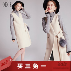 Oece2017冬装新款女装 英伦毛球深V领收腰中长款羊毛呢马甲冬修身