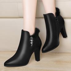 莫蕾蔻蕾秋冬季新款马丁靴时尚高跟尖头女靴粗跟加绒保暖短筒靴子