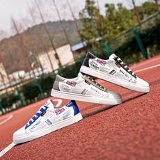 春季新款男鞋韩版潮流休闲鞋学生运动鞋白色板鞋透气小白鞋男鞋子