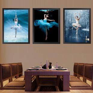 黑白装饰画客厅沙发背景风景照片墙欧式建筑
