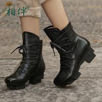 相伴2017秋冬新品 真皮女鞋 黑色系带舒适尖头马丁靴防水台工作短靴