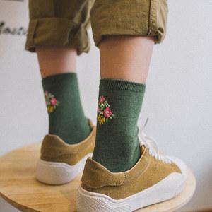 秋冬季女士纯色棉羊毛<span class=H>袜子</span>韩国刺绣加厚保暖中筒袜日系简约长袜