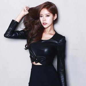 2017秋季韩版新款女装性感显瘦OL百搭长袖短款<span class=H>上衣</span>小皮衣打底衫女