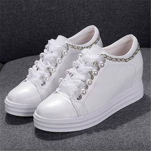 真皮坡跟内增高女鞋2019春季新款厚底系带休闲松糕鞋珍珠小白鞋女