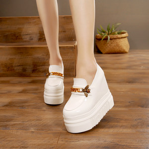 白色厚底松糕鞋链条小蜜蜂坡跟13cm超高跟浅口一脚蹬懒人休闲鞋女