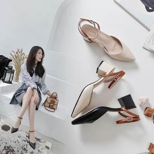 2019夏季女士真皮粗跟<span class=H>凉鞋</span> 后空中跟一字式扣带尖头简约纯色女鞋