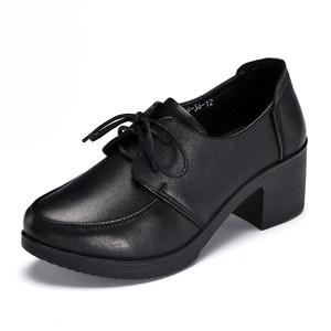 春秋季新款真皮头层牛皮聚氨酯底<span class=H>女鞋</span>低帮系带圆头中跟粗跟妈妈鞋