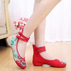 结婚<span class=H>绣花鞋</span>婚礼新娘穿的鞋子汉服休闲鞋牛筋底大气古装广场舞喜庆