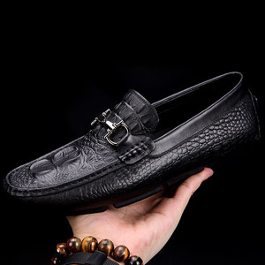 英伦高端鳄鱼纹<span class=H>豆豆鞋</span>男鞋欧洲站潮流休闲百搭个性真皮驾车懒人鞋