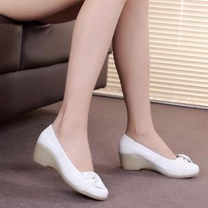 春季新款真皮白色护士鞋<span class=H>女鞋</span><span class=H>单鞋</span>工作鞋舒适坡跟妈妈鞋圆头牛筋底