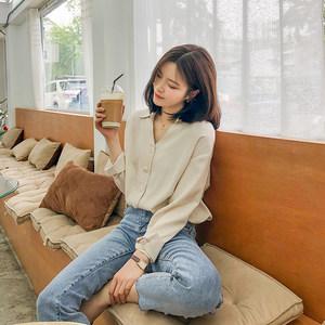 UEE右一2019春季新款女装<span class=H>衬衫</span>女设计感小众心机洋气v领韩版修身