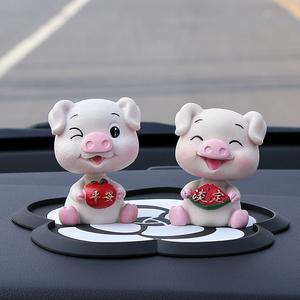 车载车内饰品摆件创意可爱摇头网红小猪男女车上汽车装饰高档内饰