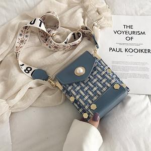 包包女2019新款韩版呢子手机包时尚斜挎小方包法国小众宽带单肩包
