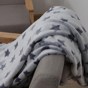 小毛毯冬季法兰绒剪花单人午睡毯空调薄被子<span class=H>毛巾被</span>珊瑚绒沙发盖毯