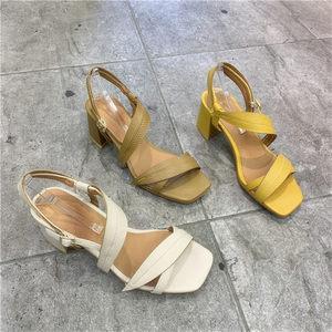 气质高跟<span class=H>凉鞋</span>女2019韩国东大门夏款时尚方头一字带白色粗跟宴会鞋