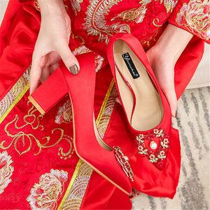 粗跟<span class=H>婚鞋</span>女2018新款珍珠水钻<span class=H>新娘鞋</span>红色尖头单鞋女孕妇鞋结<span class=H>婚鞋</span>子