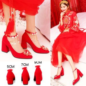 中式<span class=H>婚鞋</span>女2018新款红色高跟鞋结<span class=H>婚鞋</span>子红鞋<span class=H>新娘鞋</span>粗跟敬酒秀禾鞋