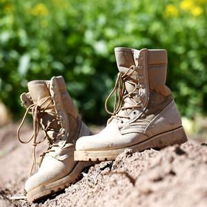 北京森林户外美国进口牛皮<span class=H>徒步鞋</span>登山鞋沙漠靴防滑耐磨马丁靴男女