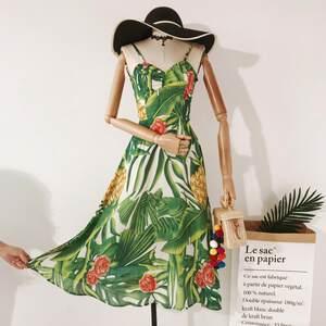 泰国度假旅行热带植物印花V领露背交叉系带绿色沙滩雪纺<span class=H>连衣裙</span>女