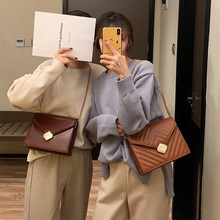 Chic bag lady retro texture simple rhombus chain 2019 new Korean version Baitie one shoulder oblique small square bag
