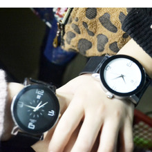 Korean version of retro tape waterproof simple student watches fashion trend quartz male watches female couples table
